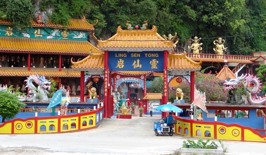Tempio Sam Poh Tong 0
