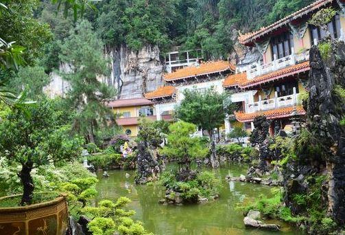 Tempio Sam Poh Tong 1