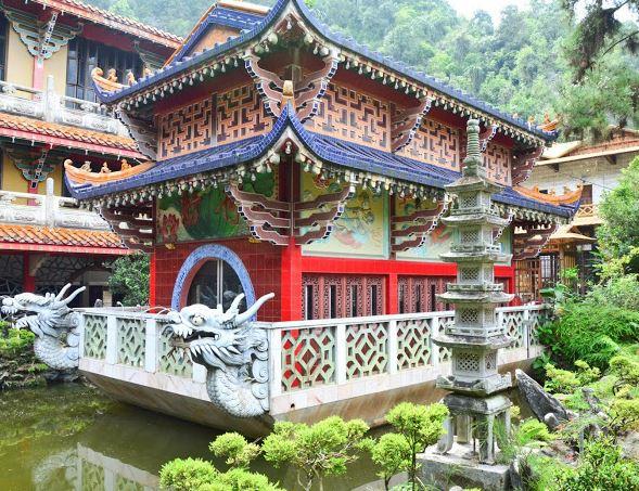 Tempio Sam Poh Tong 6
